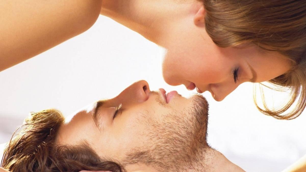 Как проявляется влечение мужчины к женщине