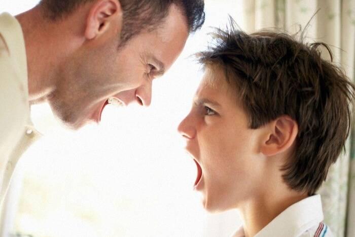 Хамство и агрессивное поведение подростка: что делать родителям