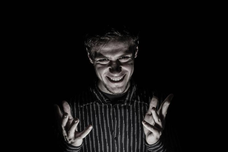 Психопатия — признаки у мужчин, как распознать, отношения с таким человеком