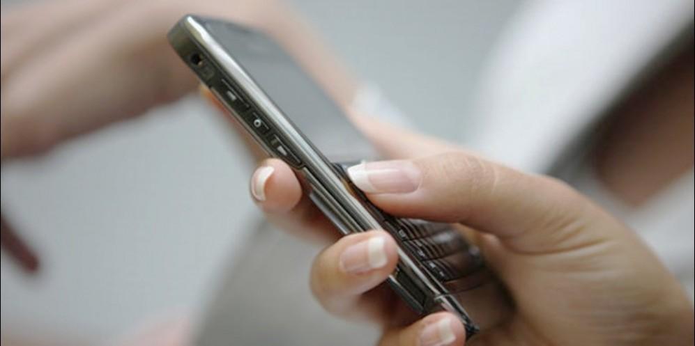 Как с помощью СМС возбудить женщину