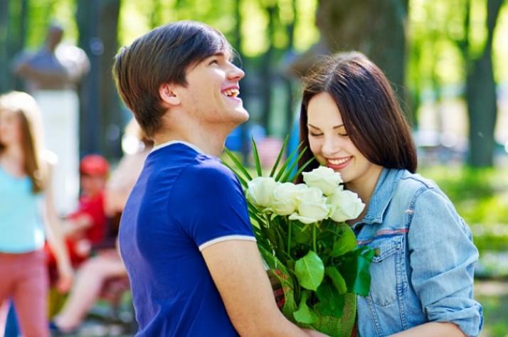 Как вести себя, чтобы парень начал ухаживать за тобой?