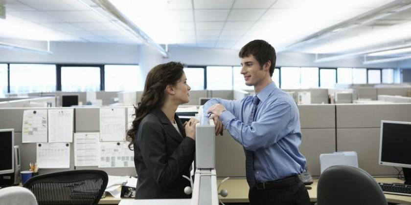 Положительные и отрицательные моменты флирта на рабочем месте