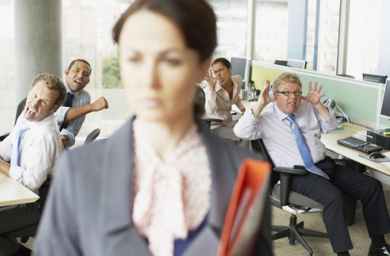 Почему коллега ведет себя неадекватно
