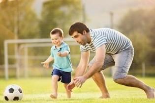 Можно ли усыновить ребенка одному родителю: инструкция