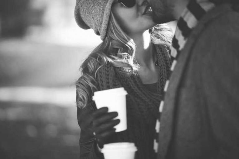 Мнение психолога: как ведет себя мужчина с женщиной, если любит ее по-настоящему