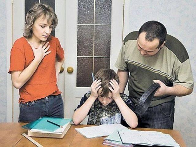 Подросток не ходит в школу, только всё требует - 3 совета психологов, консультации