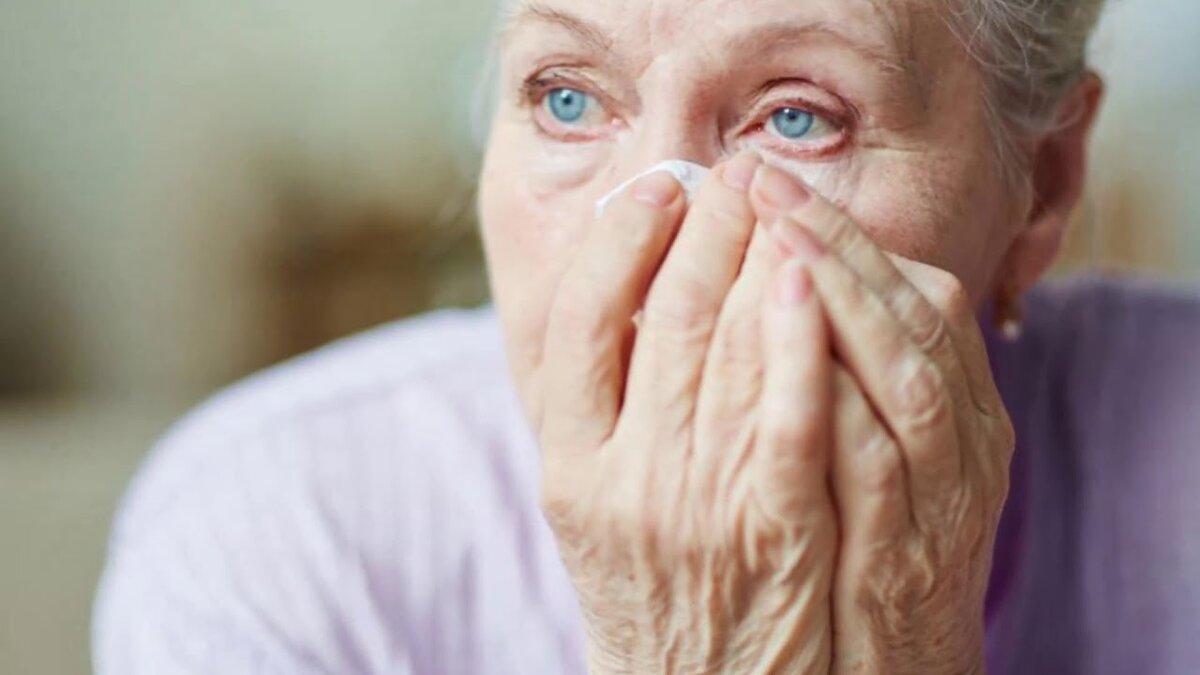 Существует заболевание, заставляющее людей плакать кровью
