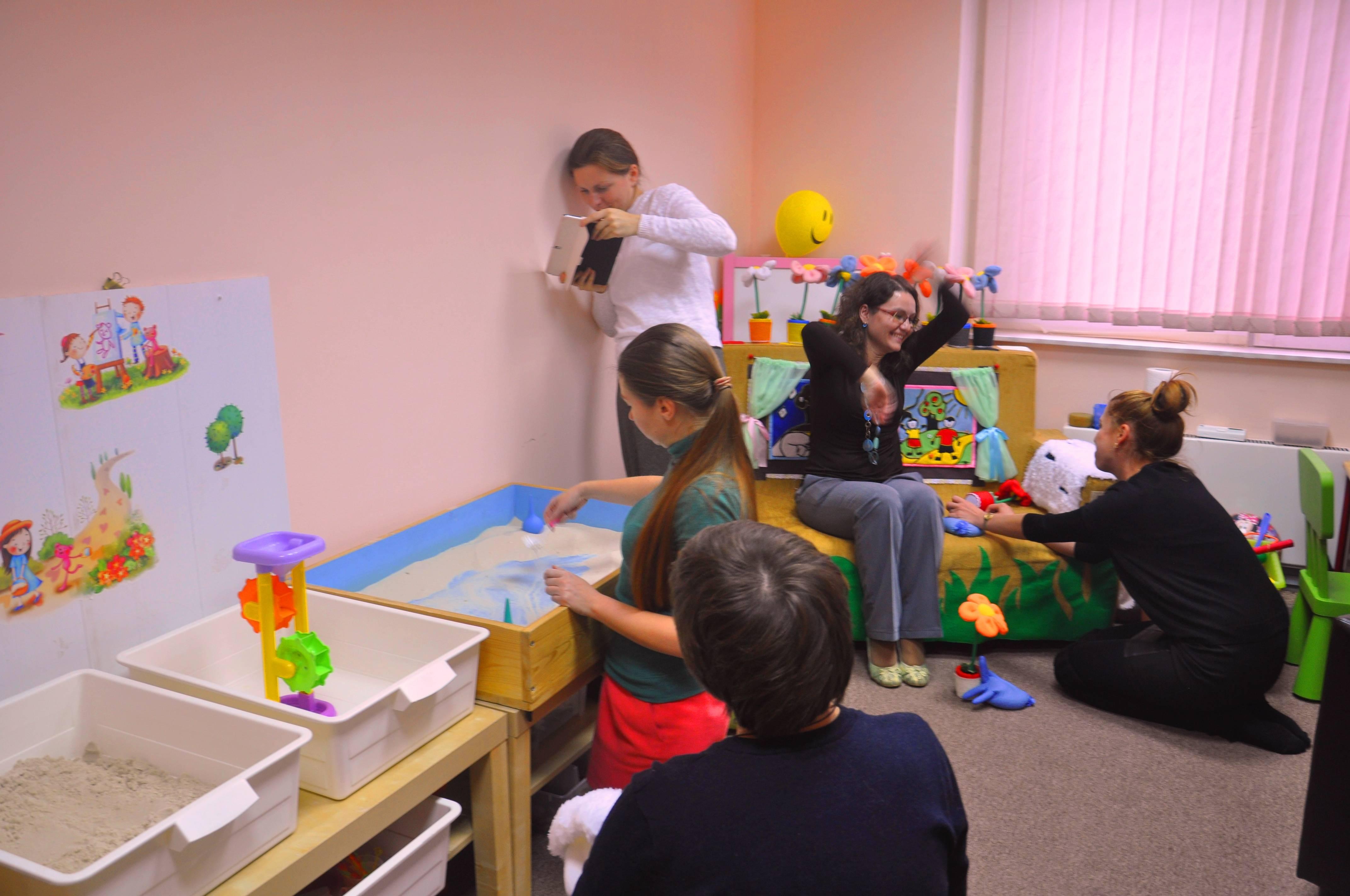 Игротерапия для детей: польза, виды игровой терапии, примеры игр
