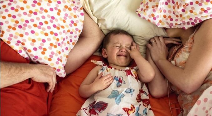 Истерики у ребенка 3 лет, в 7 лет: что делать, если истерит по любому поводу, падает на пол