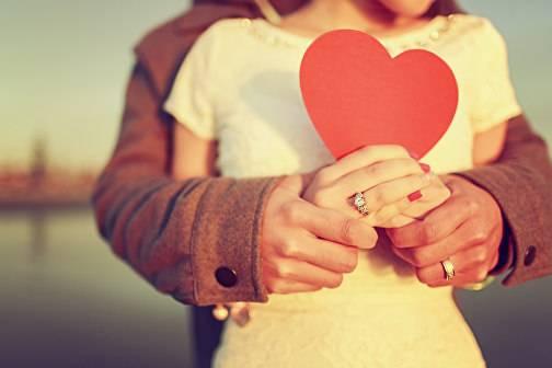 Привязанность – что это такое, ее типы, как отличить любовь от привязанности?