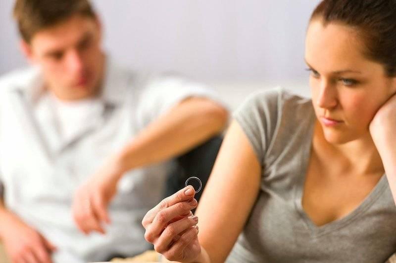 Развод родителей и его влияние на психику ребенка: что делать и как помочь малышу пережить нелегкие времена?