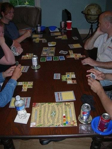 Игры, в которые играют люди: психологические игры для взрослых