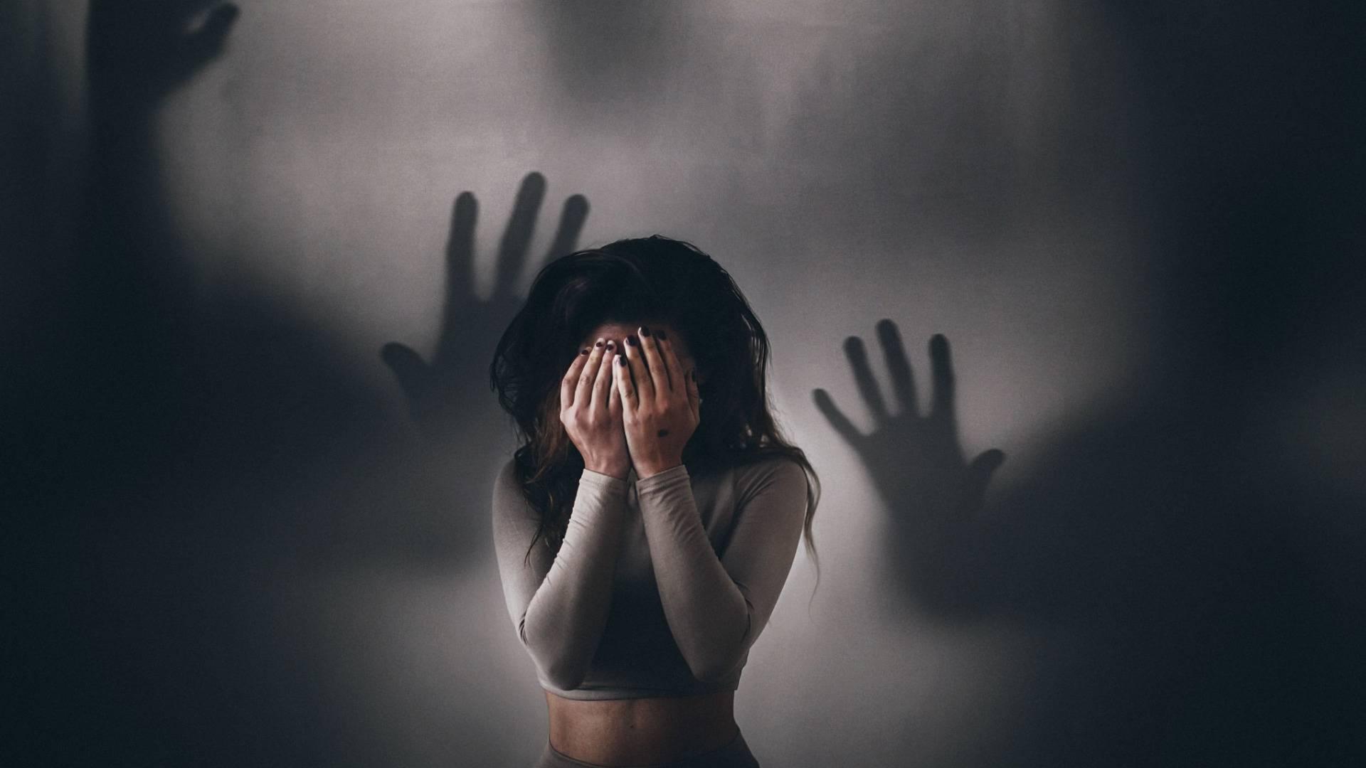 Как бороться со страхом и фобиями внутри себя, как убрать тревогу из подсознания