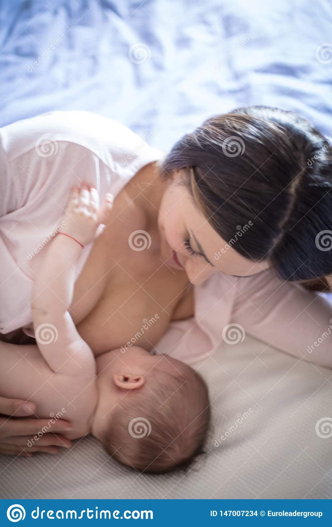 Когда и как включается материнский инстинкт у женщин?