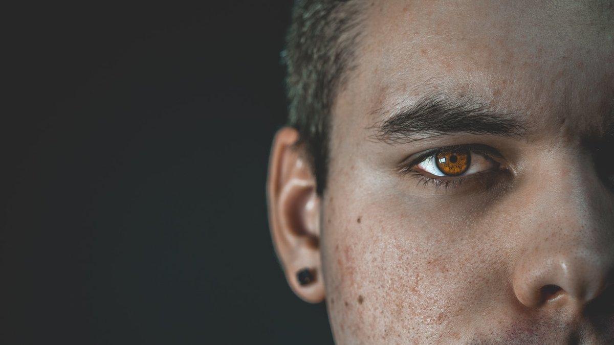 Психология взгляда: как глаза отражают отношение людей к нам?